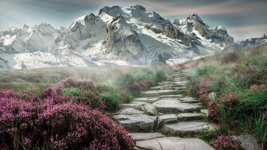 Sentiero escursionistico in pietra nelle Alpi