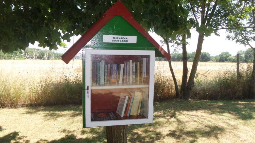 share a book ad awen tree house italia ecobnb