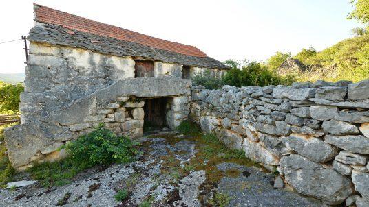 Vecchia fattoria abbandonata Dalmazia