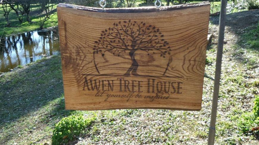awen tree house logo su legno
