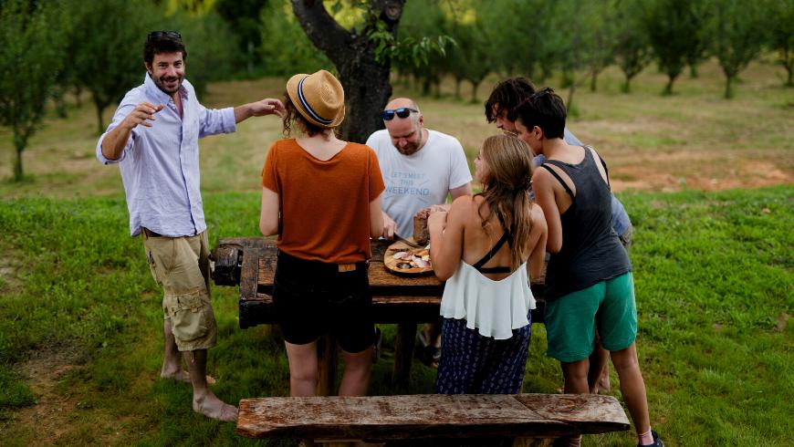 Pranzo rilassante in comunità presso la proprietà Ekodrom, nella Croazia continentale