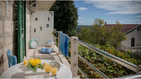 Visita Brač e alloggia negli appartamenti eco-friendly Jasna