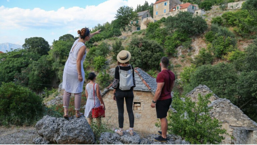 In escursione nel villaggio di Dol, nell'isola di Brač