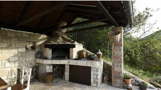 Visita Brač e alloggia presso Villa Dol