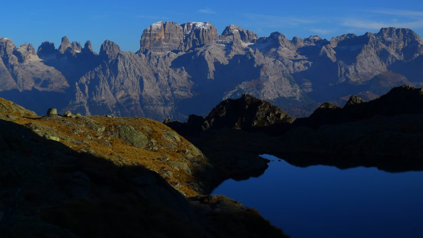 Lago Nero di Cornisello e Dolomiti di Brenta