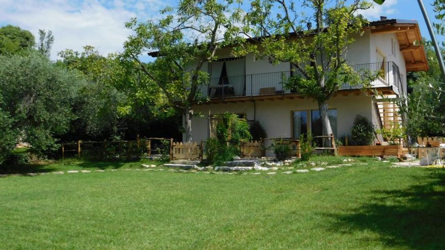 Una casa di paglia sul Lago di Garda