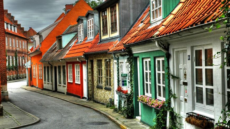 Tra le strade colorate di Aalborg, Danimarca