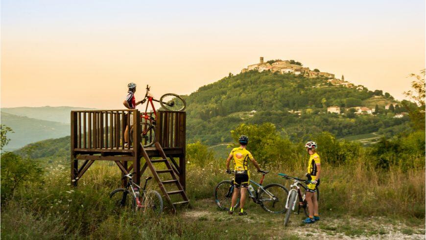 Percorrere la parenzana in bicicletta e visitare le città medievali lungo il percorso