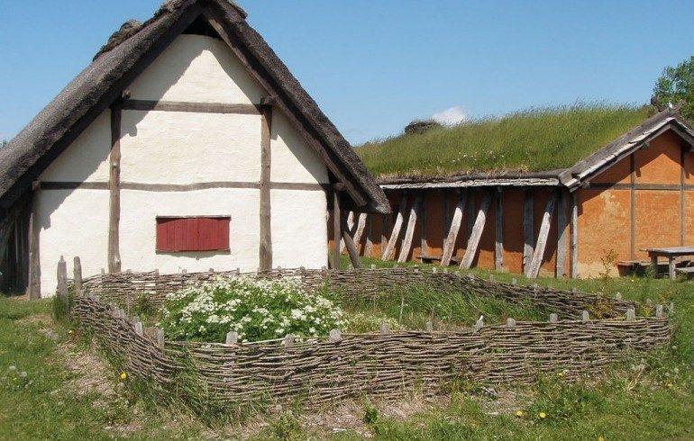 Casa di campagna con giardino di fiori