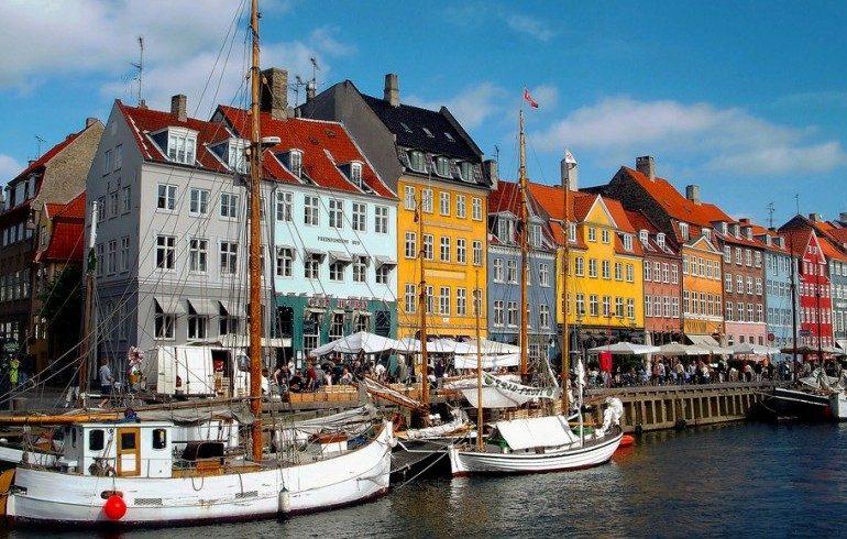 Porto con barche a vela a Copenaghen