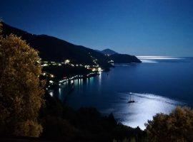 vista notturna sul mare