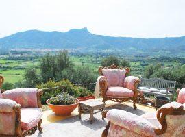 Salotto chic all'hotel Essenza Sardegna