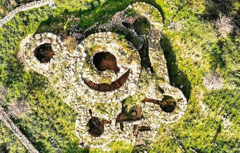 Nuraghe San Pietro dall'alto, nel parco naturale di Tepilora
