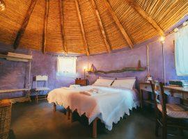 Interno della camera viola, con olio essenziale di lavanda