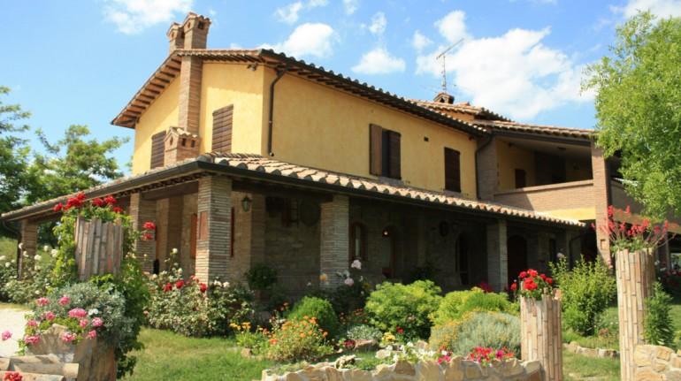 Agriturismo villa dama, dove le carni, le verdure, i formaggi, i salumi, il vino e l'olio sono autoprodotti