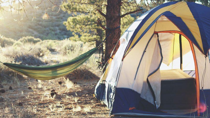 camping tenda e amaca tra gli alberi