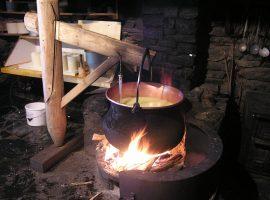 Preparazione tradizionale del formaggio