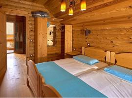 Glamping in Slovenia: camera da letto nell'ECO chalet