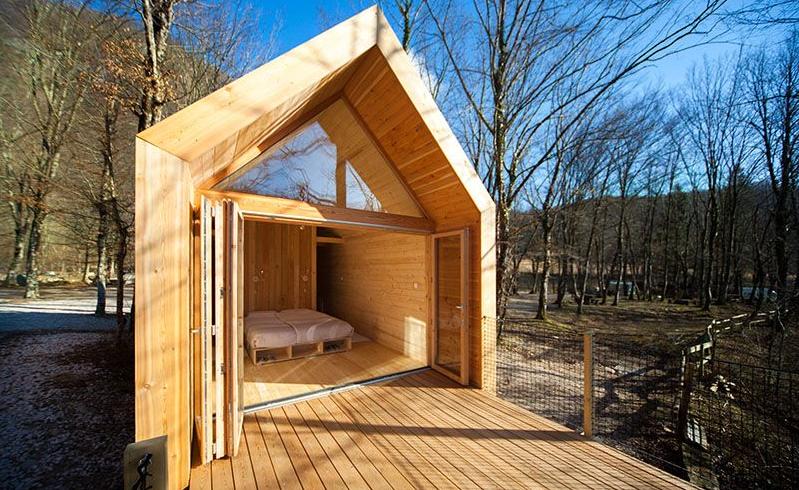 Glamping in Slovenia: casetta di legno per il glamping