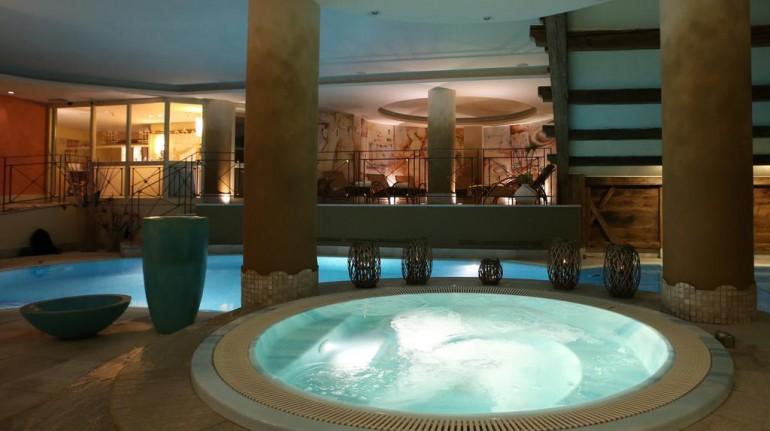 Idromassaggio nel centro benessere di Alpen suite hotel