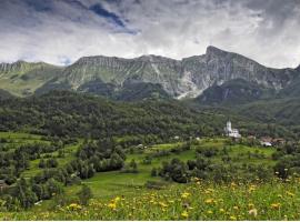 Glamping in Slovenia immersi in un panorama di Montagna