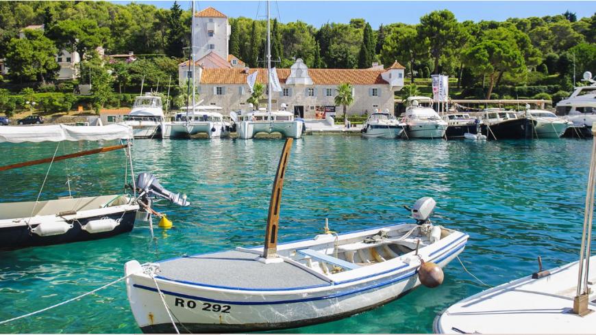 porto di Šolta, una delle isole meno conosciute della croazia