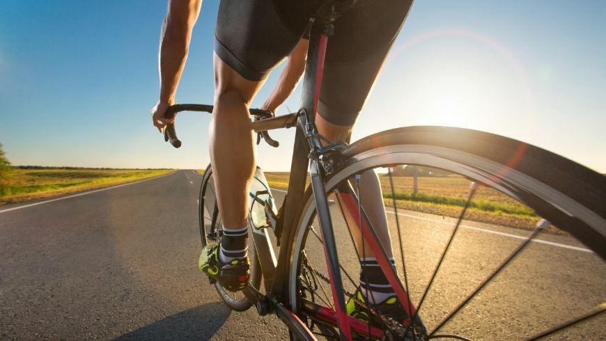 usare la bicicletta migliora le articolazioni