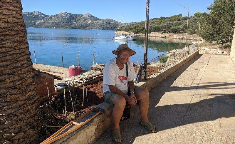 pescatore sull'Isola di Rava, una delle isole meno conosciute della Croazia