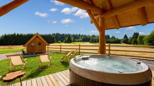 esterno del Devjake Log Home con piscina privata