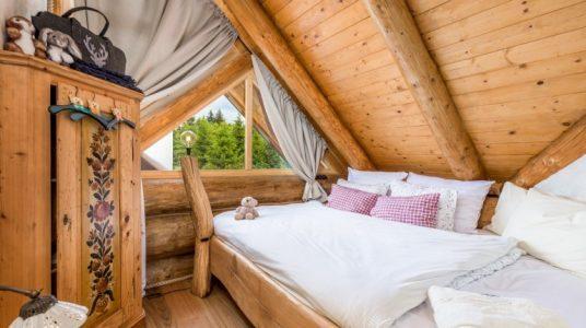 camera in legno del Devjake Log Home