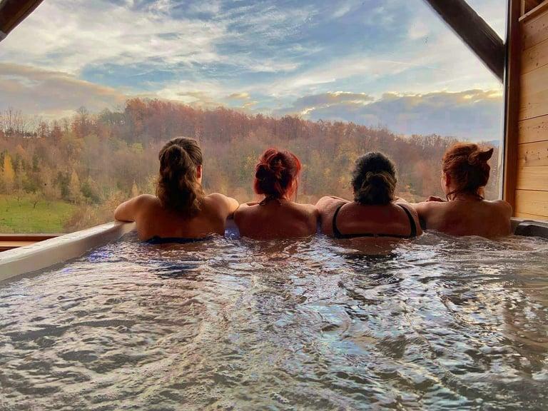 piscina privata presso la casa vacanze Enchanting Hills