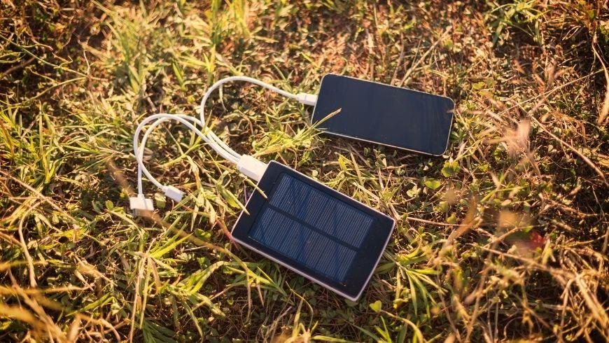 carica cellulare e batterie portatile ad energia solare