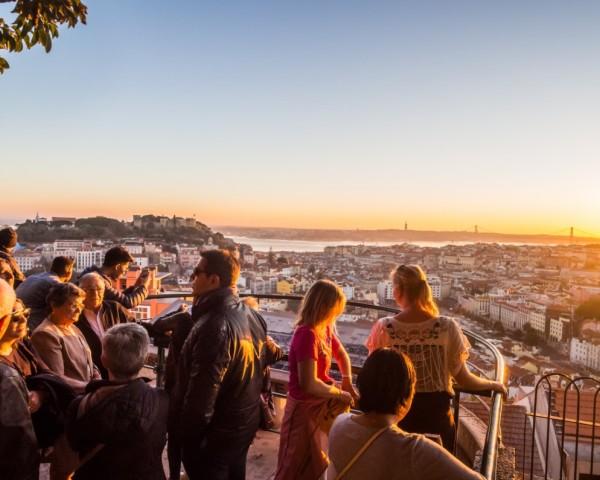 Lisbona, Miradouro Nossa Senhora do Monte. Vai oltre il centro della Città, foto di tourism-review.com