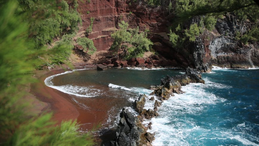 red sand - coloured beaches in hawaii