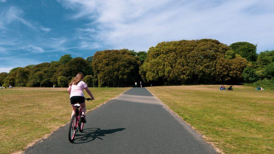 ciclista nella natura, numerosi vantaggi e svantaggi