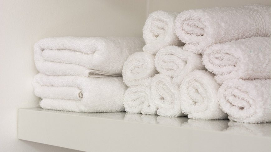 asciugamani in vacanza, meglio riutilizzarli per rispettare l'ambiente