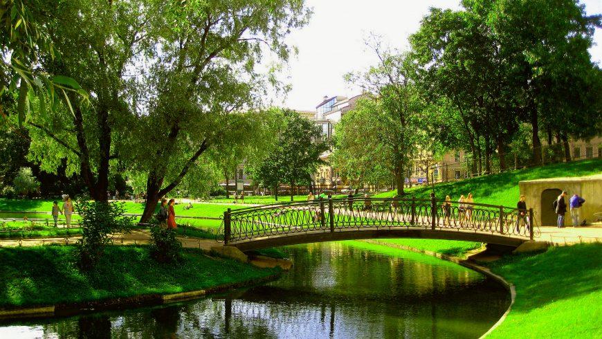 ponte nei giardini Yusupov di San Pietroburgo