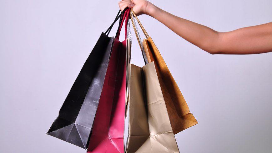 seguire i consigli eco-friendly di shopping quando si acquista