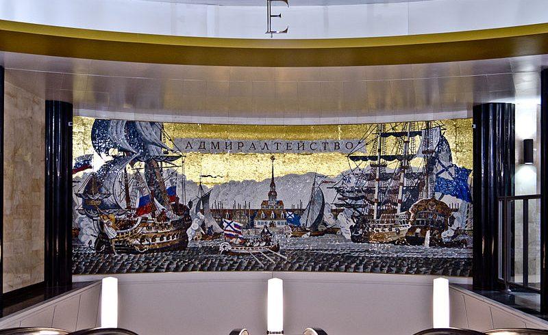 Mosaici nella stazione metro di San Pietroburgo