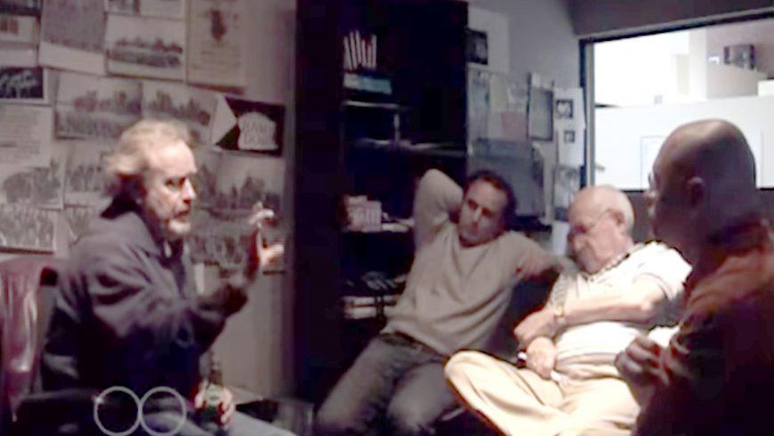 Da sinistra a destra Ridley Scott, Oscar Winner Editor Pietro Scalia, Executive Producer Branko Lustig e Kampah durante una riunione per i titoli del film Black Hawk Down negli uffici di Jerry Bruckheimer a Santa Monica, California, 2001