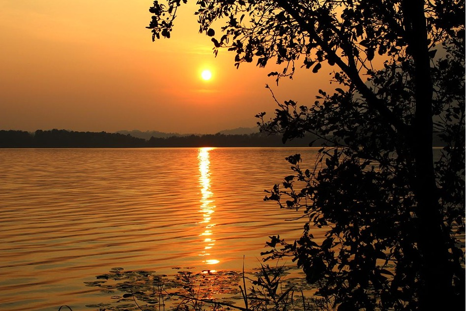 Tramonto sul lago di Annone
