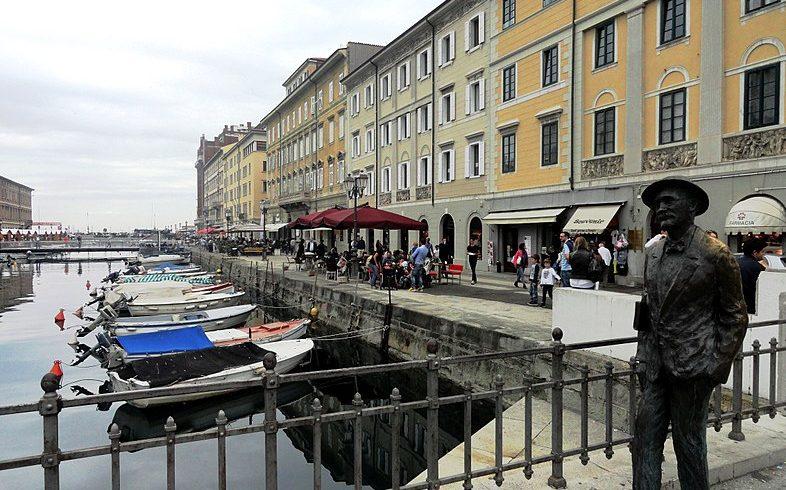 Statua di James Joyce sul Canal Grande a Trieste