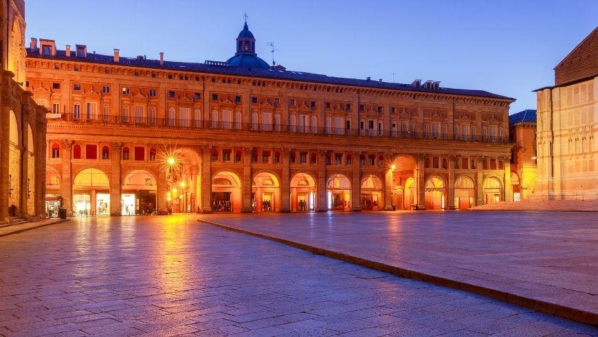 Una delle piazze piú importanti di Bolognana, piazza Maggiore