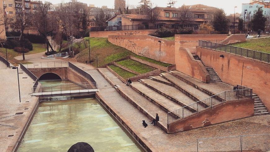 Parco del covaticcio, acqua del porto, scale e giardino