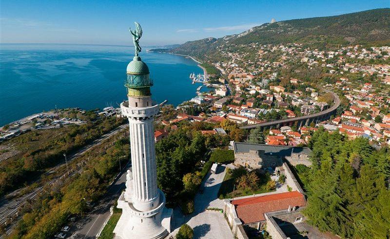 Vista panoramica dal faro della Vittoria vicino a Trieste