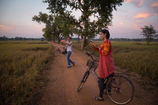 viaggiare sicuri in india indossando abiti locali