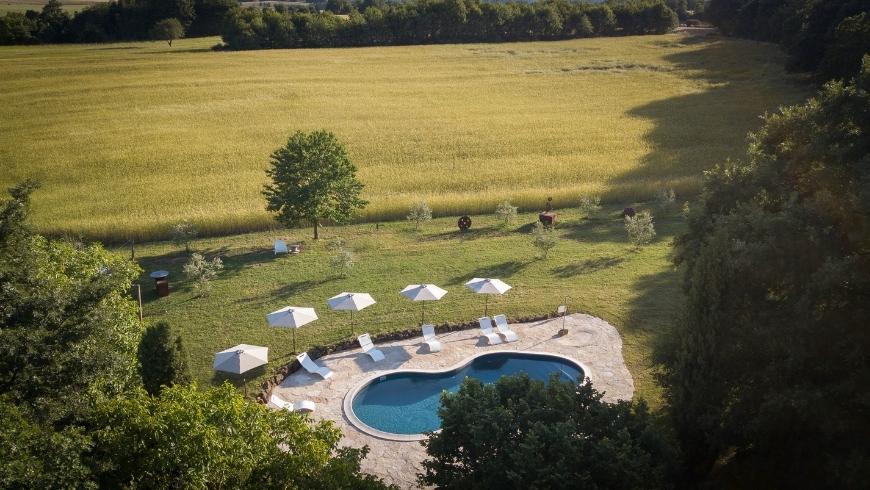 piscina naturale del bioagriturismo sant'egle toscana