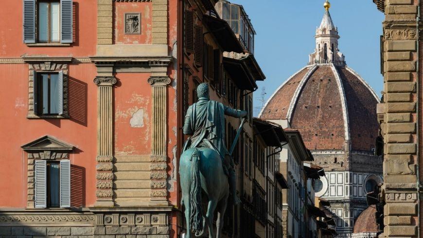 Monumento a Ferdinando I in Piazza Santissima Annunziata a Firenze
